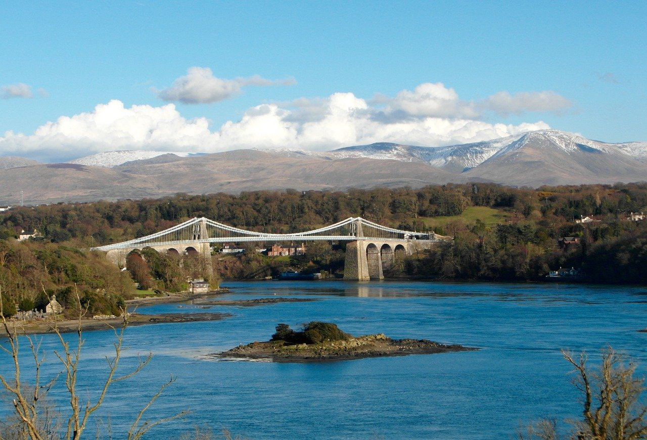 Menai Bridge Holiday Home